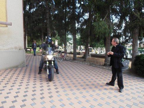maxistrant-simon-halas-na-motorke_r936_res.jpg