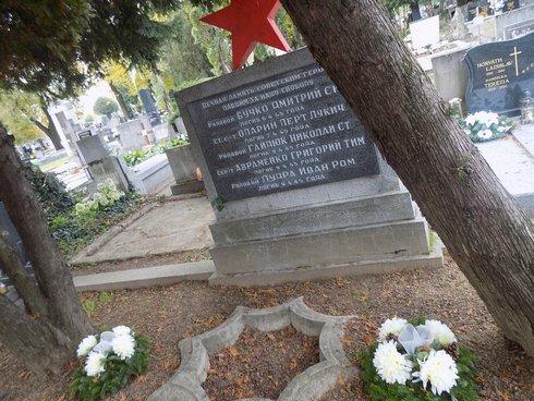 hroby-padlych-v-2.svetovej-vojne--4-_r465_res.jpg