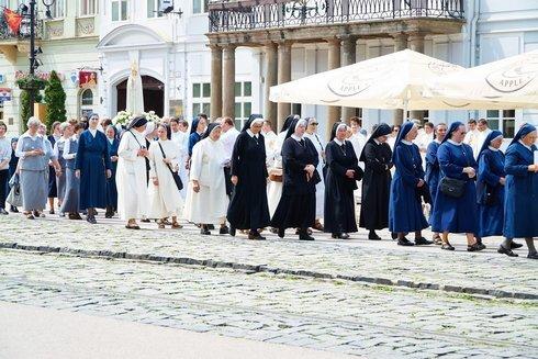 9.-reholne-sestry-v-procesii_r8449_res.jpg