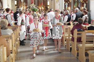 Vitanovčania ďakovali za úrodu aj v kostole svätou omšou.