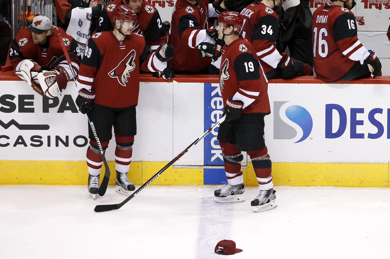 blackhawks_coyotes_hockey-9477f806f80e4e_r285.jpeg