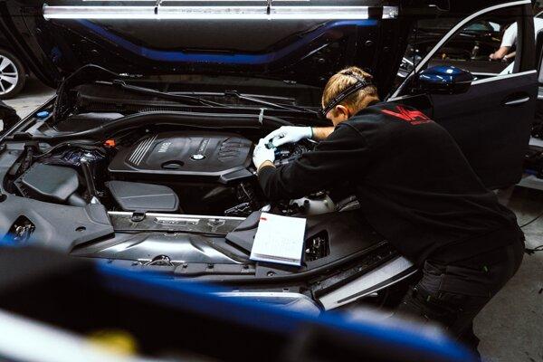 Vaše auto s bezkľúčovým, ale aj klasickým štartovaním spoľahlivo ochráni zabezpečovací systém VAM.
