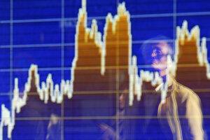 Elektronická tabuľa s cenami akcií na burze cenných papierov.