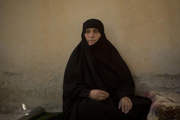 Jednou zo žien, ktoré sa vrátili do Rakky, je Um Mahmúdová.