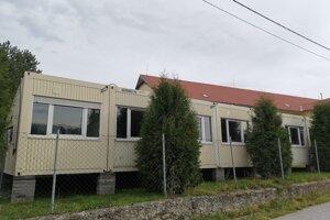 Dočasná kontajnerová škola v Richnave.