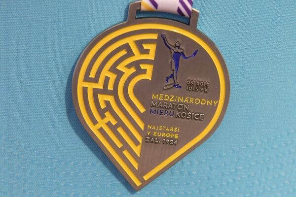 Tohtoročná účastnícka medaila bude vyzerať takto.