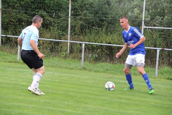 Maroš Bednár (vpravo) po príchode z Tvrdošína pomohol Liesku už 8 gólmi.
