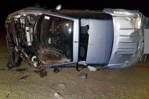 Peugeot urobil pár kotrmelcov, vodič utrpel iba ľahšie zranenia.