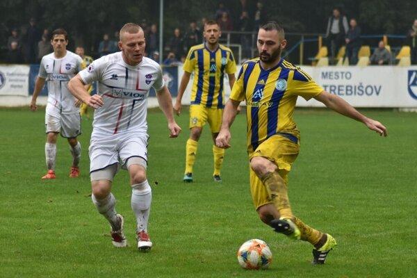 Futbalisti Trebišova zabojujú o prvé druholigové víťazstvo v tejto sezóne proti Skalici.