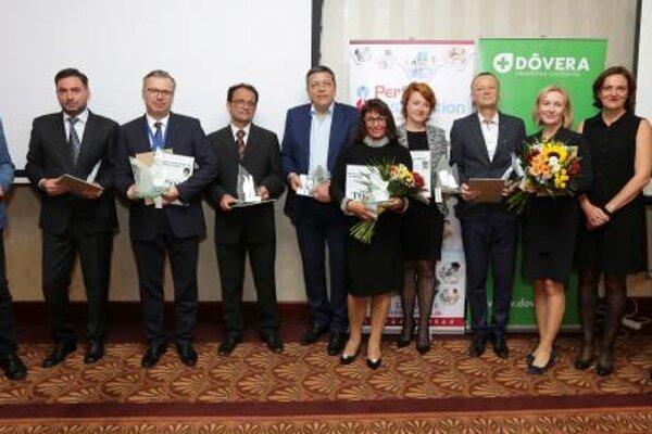 Ocenenie pre MUDr. Martina Šveca prevzala riaditeľka Rooseveltovej nemocnice Miriam Lapuníková