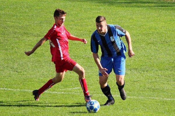 Stanislav Meľo (vpravo) sa blysol proti Bobrovu hetrikom.