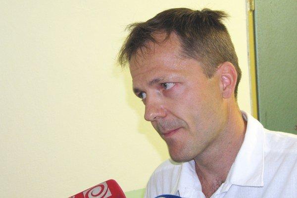 Odvolaný primár Peter Kaščák zostáva pracovať v trenčianskej pôrodnici.