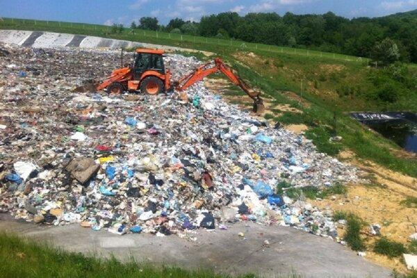 Rozšírenie skládky o viac ako 175 000 kubických metrov by malo vyrásť vedľa starej skládky v obci Holčíkovce.