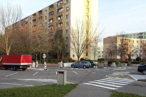 Vlani vyznačili parkovacie miesta na sídlisku Rybníky 3.