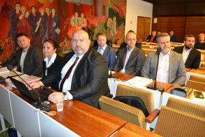 Poslanci schválili ukončenie zmluvy s Rádiom Snina.