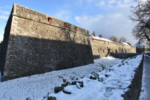 Exteriér Užhorodského zámku počas zimných mesiacov