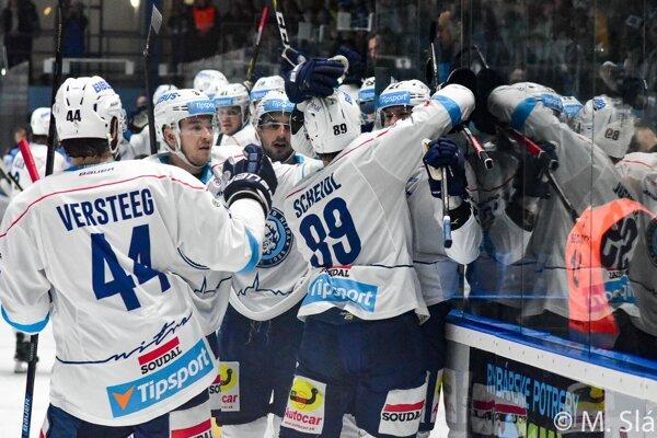Hokejisti Nitry prinútili Slovan báť sa o výsledok a napokon vyšťavení ľahli 3:4 po predĺžení.