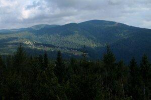 Vzdialenejšiemu severnému pohľadu z Eliášovky prekáža najmä masív Radziejowej.
