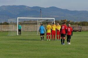 Čachtice (v žltom) gól od Bziniec nedostali.