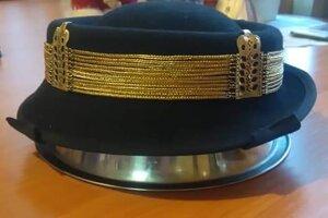Retiazka na klobúku je dielom Rastislava Kazára.