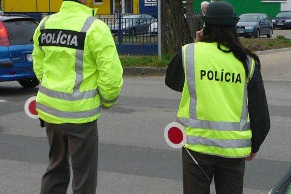 Policajti budú kontrolovať vodičov.