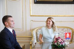 Predseda Úradu pre verejné obstarávanie Miroslav Hlivák a prezidentka SR Zuzana Čaputová počas ich stretnutia v Prezidentskom paláci.