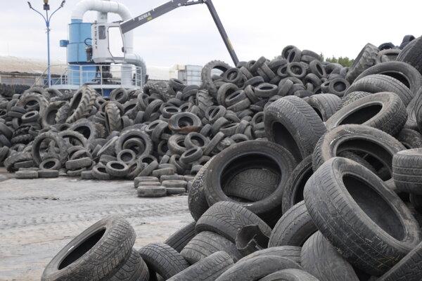Recyklácia starých pneumatík.