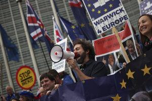 Boj o podobu brexitu sa presúva do Bruselu.