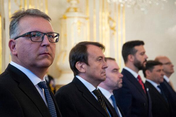 Vymenovaní ústavní sudcovia Ladislav Duditš, Libor Duľa, Rastislav Kaššák, Miloš Maďar, Peter Straka, Martin Vernarský.
