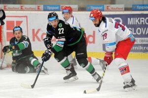 Henrich Ručkay (v strede) je jedným z piatich hráčov, ktorý podali návrh na konkurzné konanie.