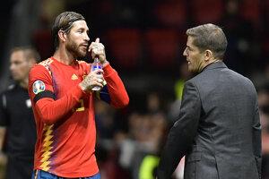 Sergio Ramos (vľavo) a tréner španielskej reprezentácie Roberto Moreno.