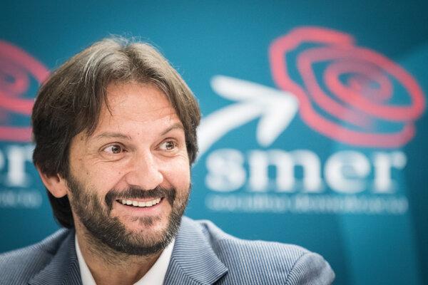 Bývalý minister vnútra Robert Kaliňák s Ladislavom Bašternákom obchodoval.