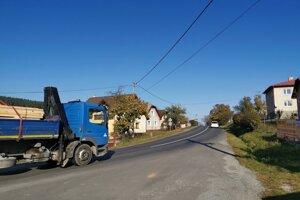 Abrahámovce, spred tejto obce by mali začať s opravami cesty.