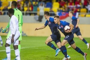 Momentka zo zápasu Slovensko - Francúzsko v kvalifikácii EURO 2021 hráčov do 21 rokov.