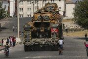 Turecké tanky transportované na hraniciach so Sýriou.