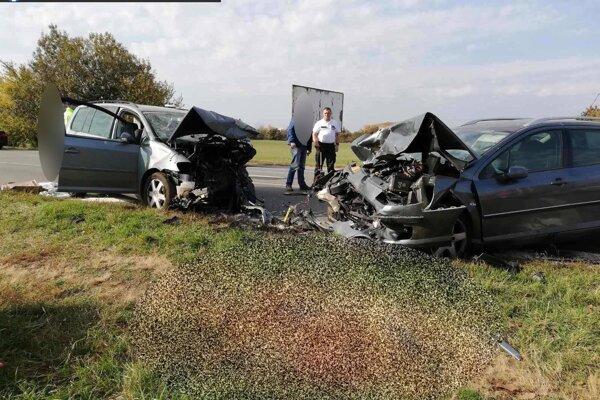 Nehoda sa stala v piatok popoludní.