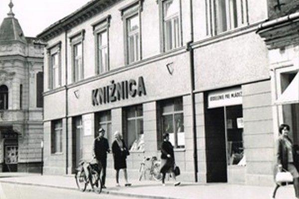 Prvá samostatná budova knižnice na Jaselskej ulici