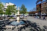 Na snímke fontána pred Starou tržnicou na Námestí SNP v Bratislave.