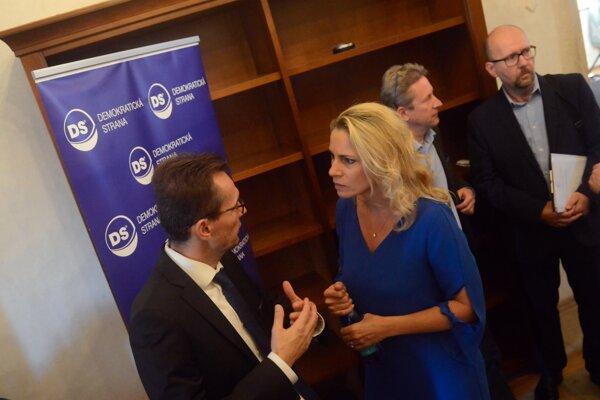 Poslanci NR SR a členovia Demokratickej strany Ľubomír Galko a Jana Kiššová počas kongresu Demokratickej strany za účasti poslancov NR SR vo Vodnom hrade v obci Hronsek.