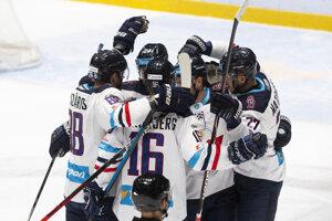 Radosť hráčov Slovana v zápase 17. kola Tipsport ligy 2019/2020 HC Slovan Bratislava - HK Dukla Trenčín.