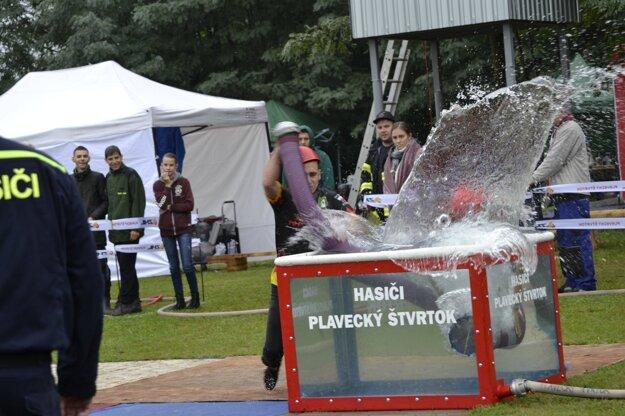 Naberanie vody počas hasičského útoku