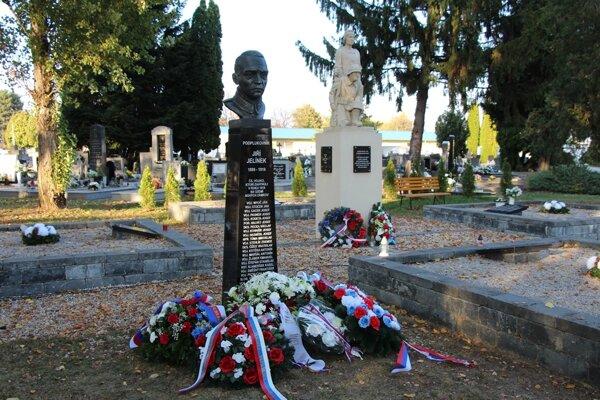 Busta Jiřího Jelínka.