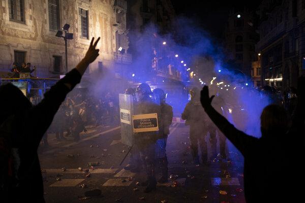 Násilnosti v Barcelone neustávajú.