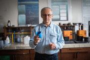 Pavol Alexy sa už viac ako 25 rokov venuje spolu s kolegami a študentmi vývoju ekologického plastu, ktorý dostal meno nonoilen.