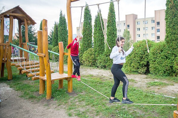 Zelená telocvičňa v záhrade školy.