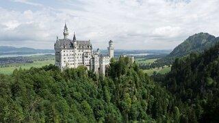 Šialený kráľ privádzal Bavorsko na mizinu, jeho zámky navštevujú milióny