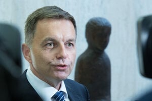 Guvernér Národnej banky Peter Kažimír.