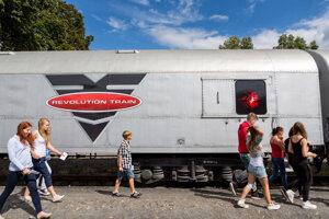 Revolution train aj v Trnave.