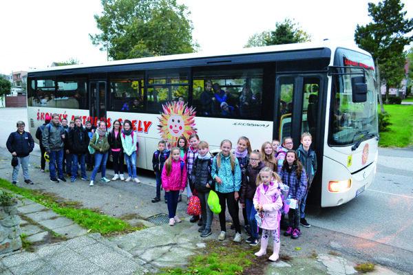 Školský autobus v Gbeloch.