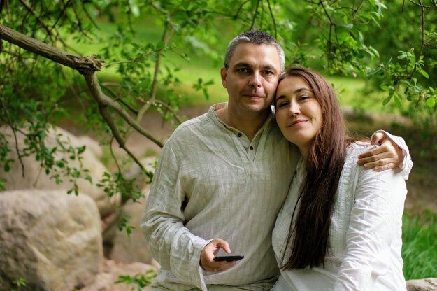György Dragomán prišiel do Bratislavy predstaviť slovenské preklady svojich kníh na Bibliotéku spolu s manželkou Annou T. Szabó. Onedlho vychádza u nás kniha aj jej.